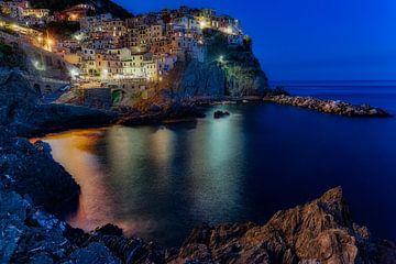 Het blauwe uurtje in Cinque Terre sur Roy Poots