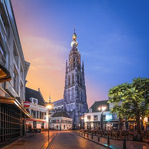 Zonsopkomst Havermarkt en Onze-Lieve-Vrouwekerk  Breda van