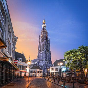 Sunrise Havermarkt en Onze-Lieve-Vrouwekerk  Breda von Joris Bax