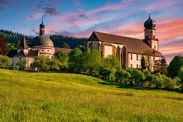 Het benedictijnenklooster St. Trudpert in het Münsterdal in het Zwarte Woud van PhotoArt Thomas Klee