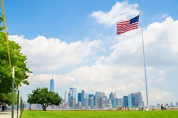 Skyline van New York vanaf Ellis Island van PHOTORIK