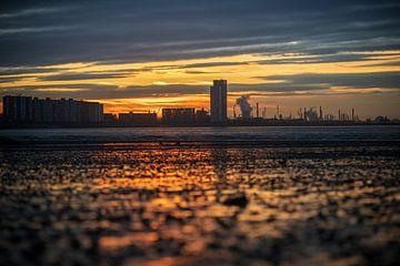De zon zak achter de skyline van Wesley Kole