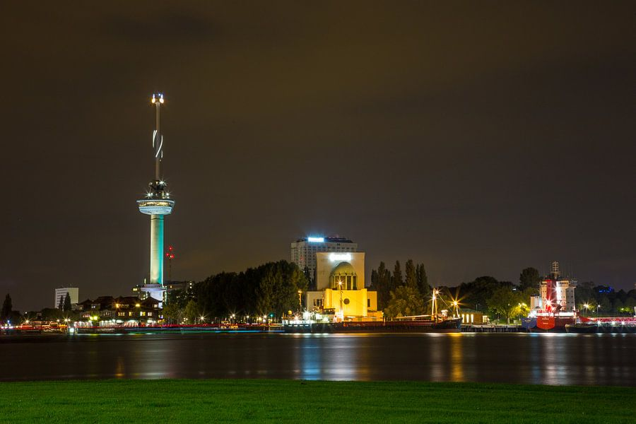 Rotterdam in de Avond met Euromast van Guido Akster