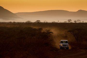 Anti stroperij eenheid onderweg naar huis bij opkomende zon. van Andius Teijgeler
