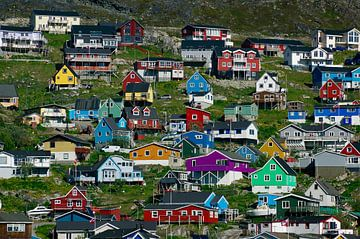 Farbenfroher Ort in Grönlands Süden van Reinhard  Pantke