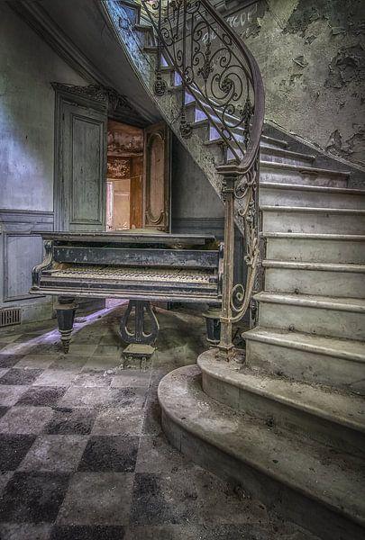 Verlassenes Klavier in Burgruine von Frans Nijland