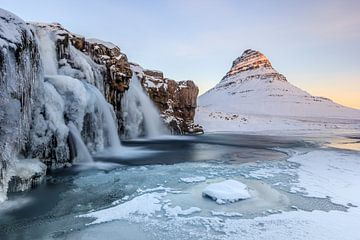 Paysage de neige gelée en Islande sur William Linders