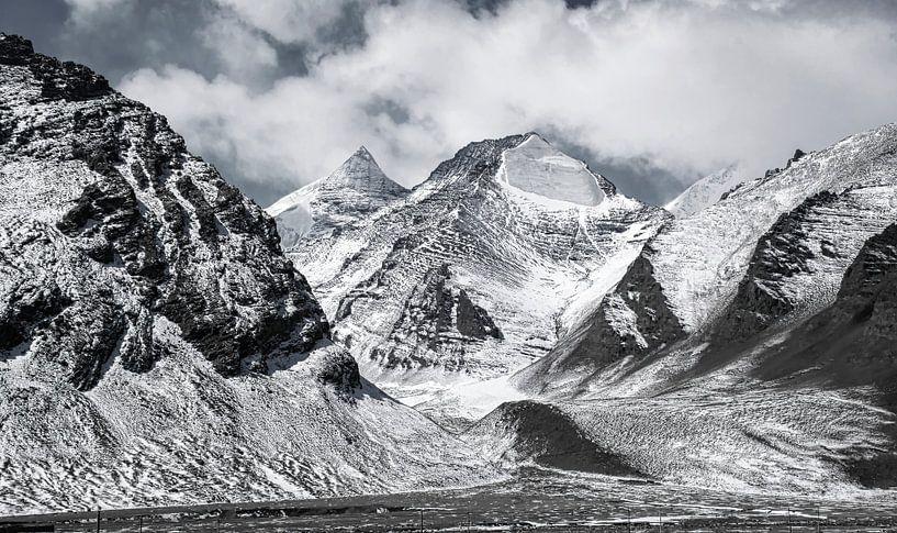Bergpas tussen Tibet en Nepal van Rietje Bulthuis