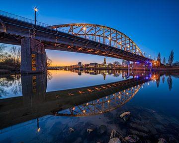 Avondfoto bij de Arnhemse Rijnbrug