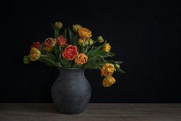 Stilleben mit Tulpen in einer Vase von John van de Gazelle