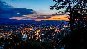 Stadt im Abendlicht