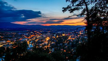 Stadt im Abendlicht van Bojan Radisavljevic