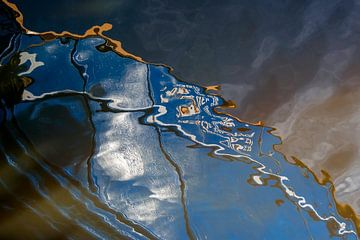Serie Weerspiegeling in het blauwe water 1 van Alice Berkien-van Mil