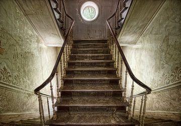 Sfeervol trapportaal oud huis van