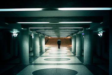 Zakenman in tunnel van André van Bel