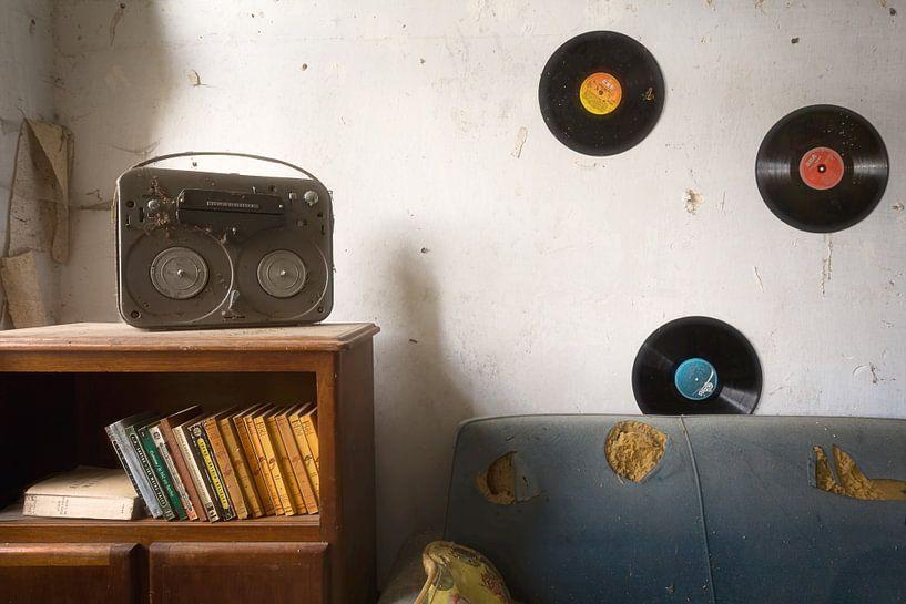 Musikzimmer – LP an der Wand von Roman Robroek
