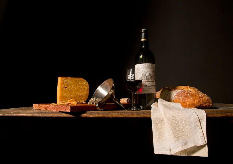 Stilleben mit Wein, Brot und Käse von Marco Heemskerk