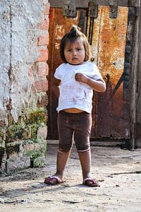 Mädchen am Tor, Bolivien von Monique Tekstra-van Lochem