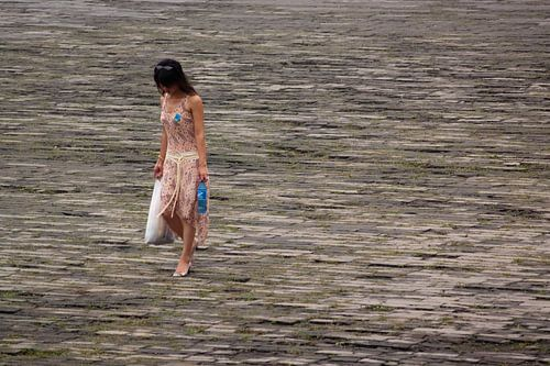 Woman in Forbidden City van Lars Bemelmans