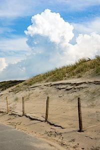 Grote wolk boven de duinen