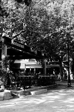 Le Café in Saint-Tropez von Tom Vandenhende