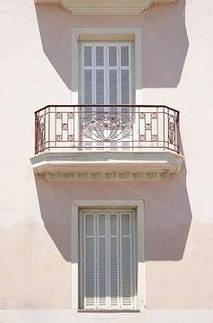 Französischer Balkon in zarten Rosatönen von Henrike Schenk