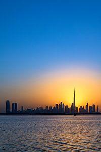 Ligne d'horizon de Dubaï au coucher du soleil sur Dirk Verwoerd