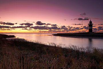 Wremen Lighthouse bij zonsondergang van Frank Herrmann