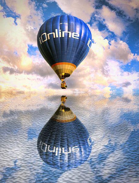 Une montgolfière au-dessus de l'eau sur Jennifer Hendriks