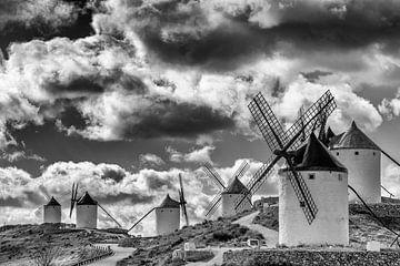 Historische windmolens van Don Quichot, in La Mancha (Spanje). van Carlos Charlez