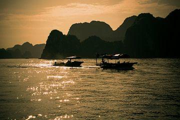 Bootjes in de zon in Vietnam von Godelieve Luijk