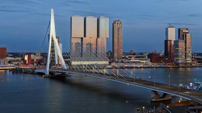 Rotterdam Erasmusbrücke am Abend sur Rob van der Teen