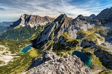 Drachensee und Seebensee vom vorderen Drachenkopf. Blick auf Zugspitze. Tirol Ehrwald Österreich