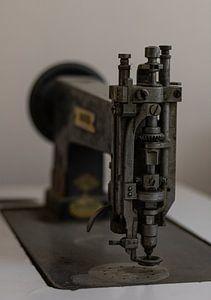 Oude naaimachine van Joost van Riel