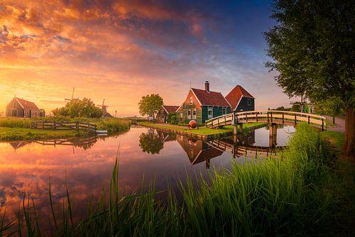 Kleurrijke zonsondergang Zaanse Schans van Albert Dros
