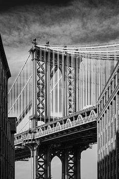 Manhattan Bridge in Schwarz und Weiß