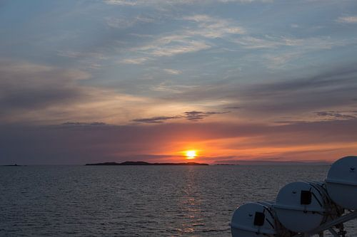 Uitzicht op het fjord Breidafjördur van de veerboot van