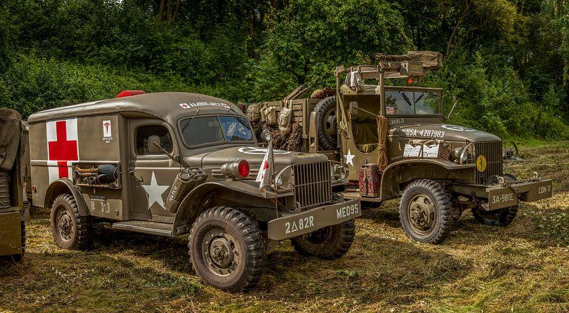 Legertrucks tijdens Weekend at War in Simpelveld van John Kreukniet