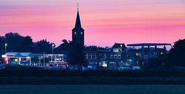 Zwartsluis bij ochtendglore van Jan Willem Oldenbeuving