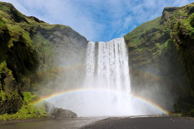 Skógafoss, waterval in IJsland  van Paul Barendregt