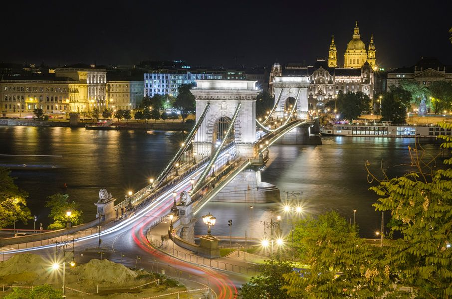 De Kettingbrug verbindt Boeda en Pest, Hongarije