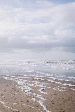 Pastellfarbener Blick auf den Strand und die Wellen in Katwijk aan Zee   Strandfotografie in den Nie von Evelien Lodewijks