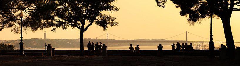 Lissabon silhouet panorama van Dennis van de Water