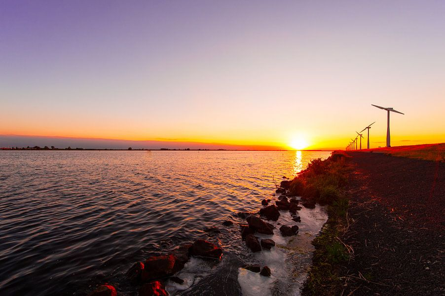 Sundown on the dyke van Brian Morgan