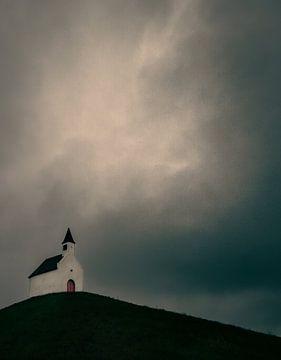 Kirche bei schwerem Wetter von Nienke Bot
