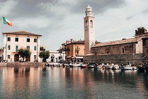Historisch centrum van Lazise (Gardameer, Italië) van Kevin IJpelaar