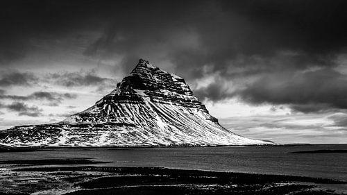 Kirkjufell berg, IJsland van Jasper den Boer