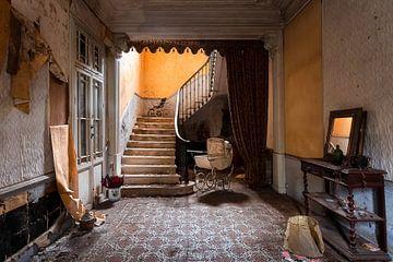 Maison abandonnée avec escalier. sur Roman Robroek