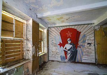 Wandmalereien russischer Soldat, Urbex-Innenbaracken von Ger Beekes