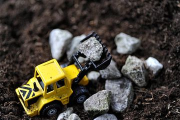 Bulldozer mini aan het werk van Edith Wijte